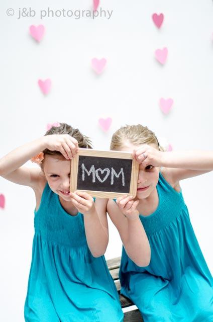 3 mothers day peeking heart